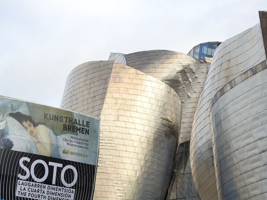 Detalle de la fachada del Museo Guggenheim Bilbao