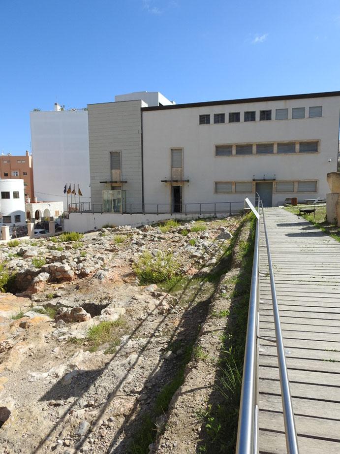 Imagen del museo junto al sector norte del yacimiento