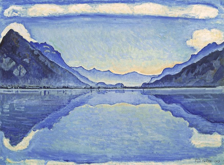Imagen de un óleo con paisaje montañoso y su reflejo en el agua en tonos azules