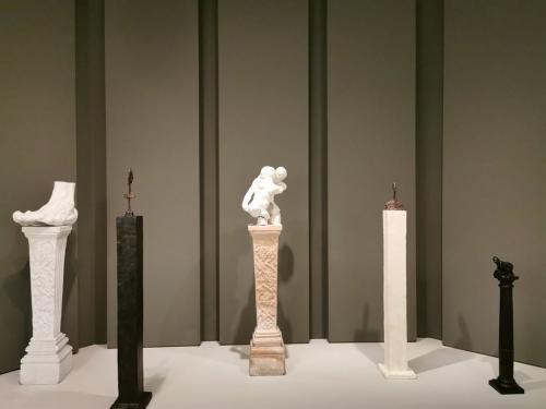Esculturas sobre pedestal