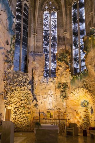 Mural cerámico y vitrales