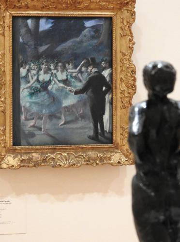 Bailarina en reposo de Degas frente a El ballet de Jean-Louis Forain, 1895