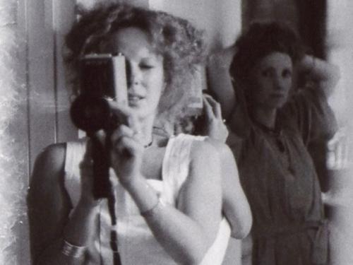 Delphine Seyrig (y Viva) durante el rodaje de Sois belle et tais-toi!, 1975