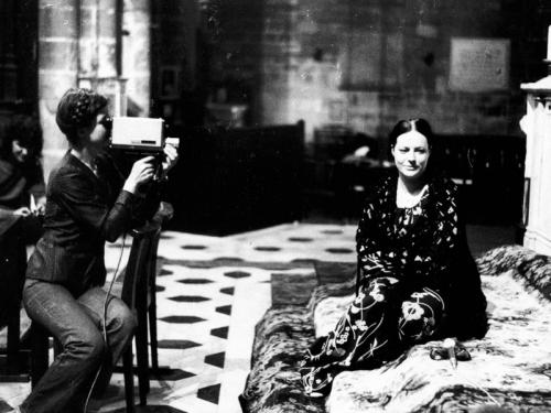 Carole Roussopoulos grabando a Barbara durante el rodaje de Les prostituées de Lyon parlent [Las prostitutas de Lyon hablan]