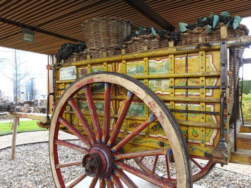 Carro de vendimia, madera pintada, siglo XX