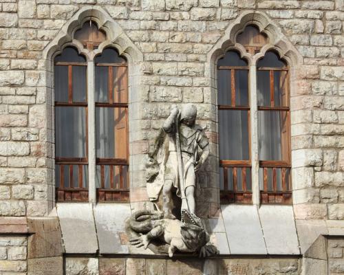Detalle de la fachada del Museo Gaudí Casa Botines de León