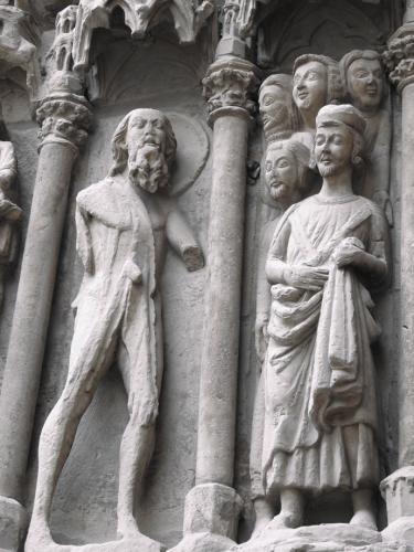 Detalle de la portada: San Bartolomé desollado llevando consigo su propia piel
