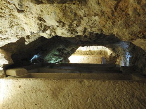 Detalle del interior de los hipogeos de la mula 2