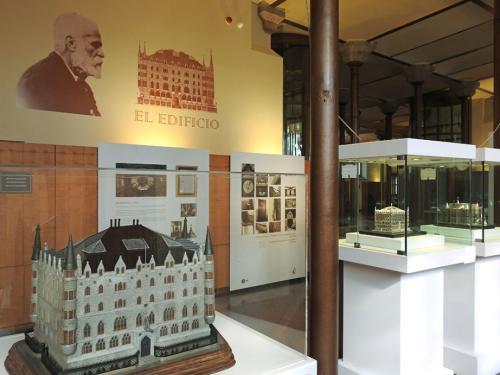 Exposición cronología histórica del edificio en la planta noble del Museo Gaudí Casa Botines de León