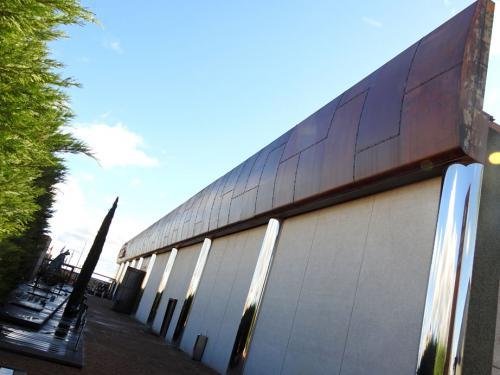 Fachada lateral del Museo del Vino Pagos del Rey
