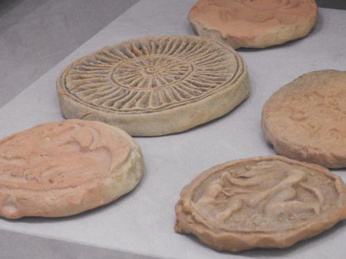 Moldes y matrices para panes sacros, 400-200 a. C