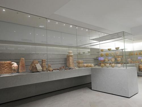 Vista de la sala II, 'El viaje al Mas Allá. Rituales Funerarios púnicos (525-25 a. C.)'