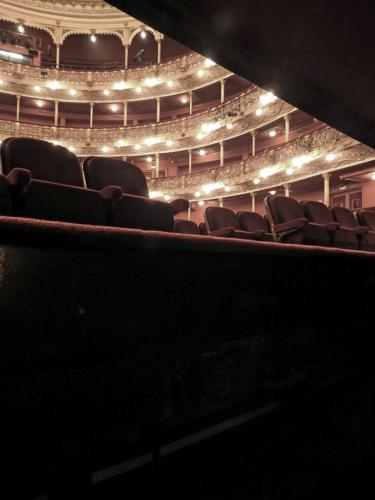 Vista de los palcos desde el foso de la orquesta