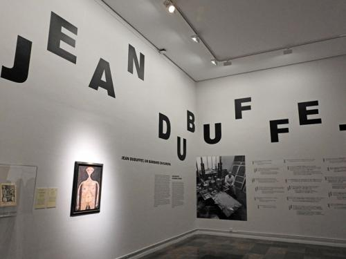 Vista del comienzo de la exposición Jean Dubuffet. Un bárbaro en Europa