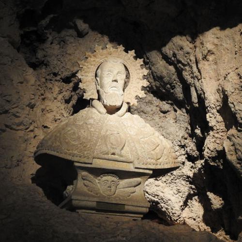 Detalle de la capilla rupestre de San Miguel