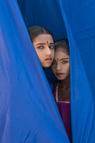 Tejasre y Prameela actuando